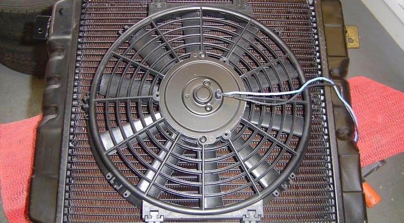 Ventilador del radiador del coche
