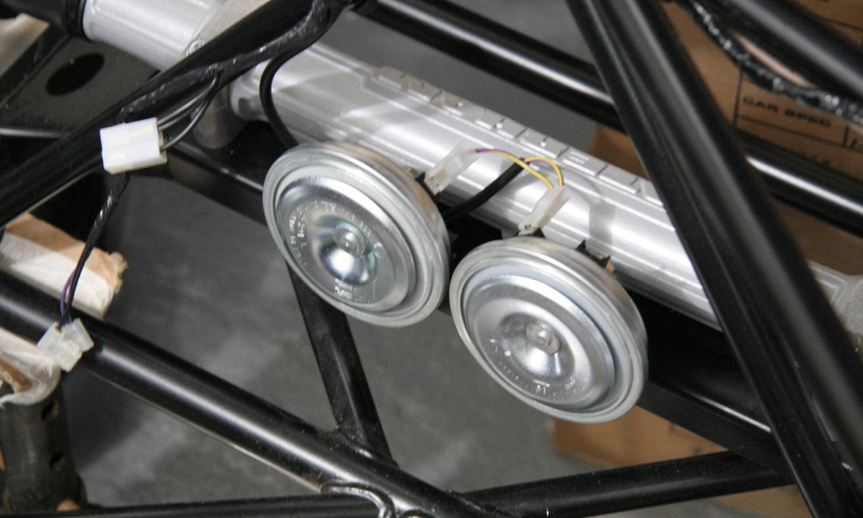 Bocinas de coche y cables