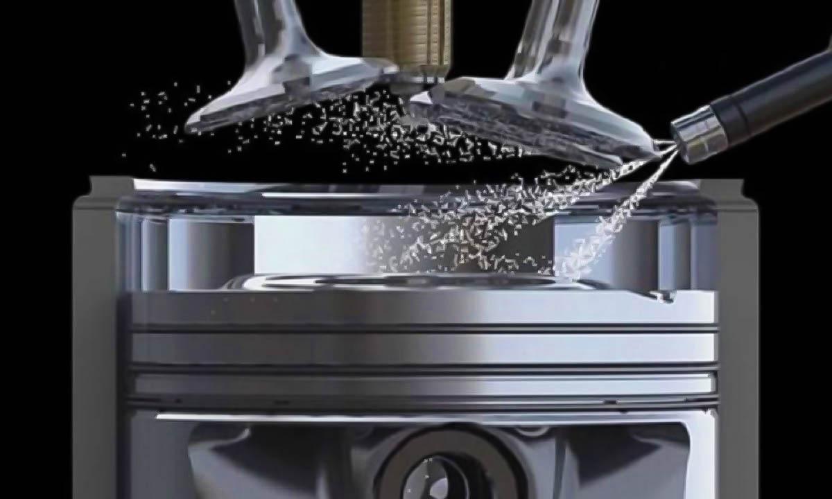 El inyector pulveriza el combustible bien porque el regulador funciona