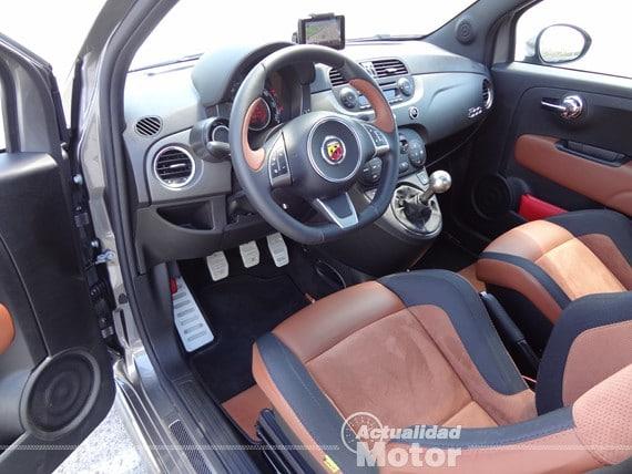 Abarth 500 595 Competizione puesto de conduccion