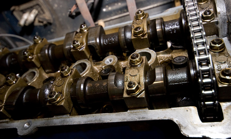 Arboles de levas en la culata del motor