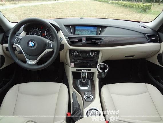 BMW X1 2.0i S-Drive salpicadero