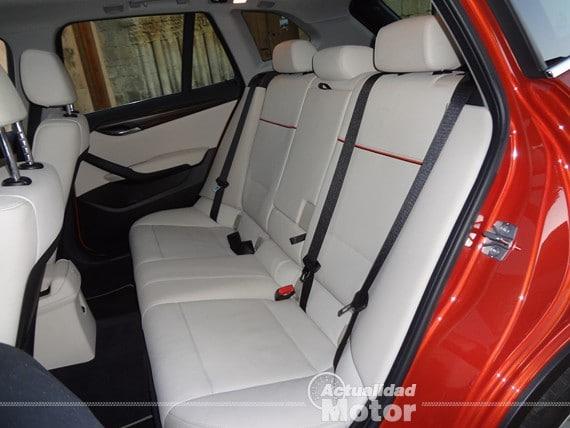 BMW X1 2.0i S-Drive asientos traseros