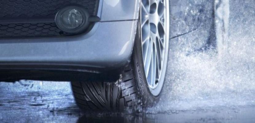 Neumático sobre mojado
