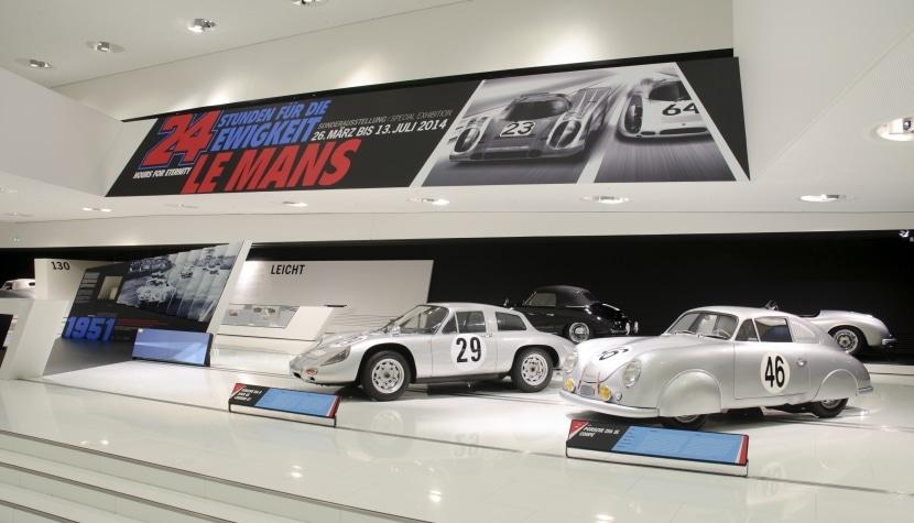 Imagen interior del museo Porsche