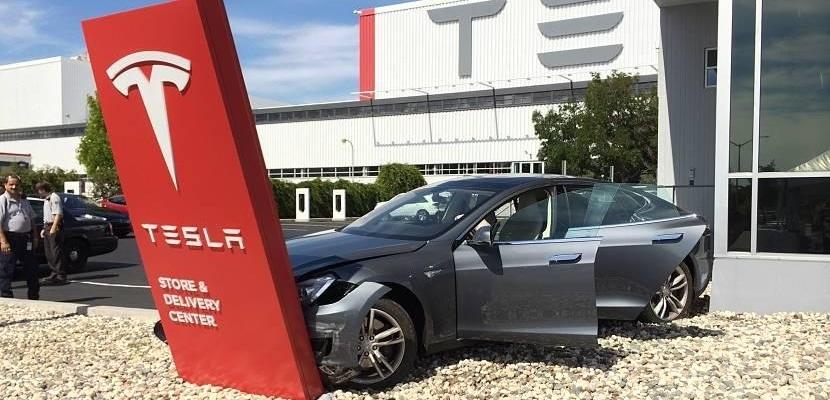 Tesla Model S golpe