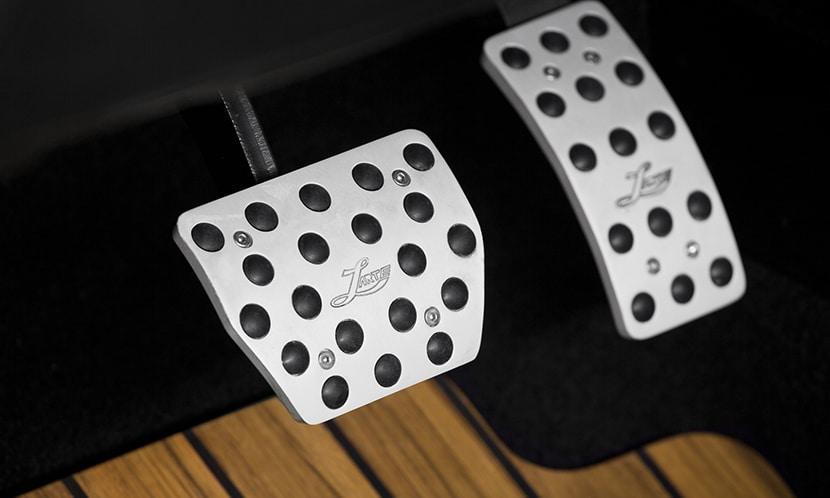 LARTE Design Infiniti QX80 - pedales