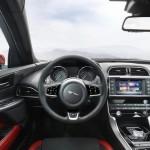Jaguar XE oficial 11