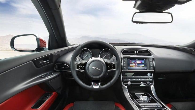 Jaguar-XE-oficial-11