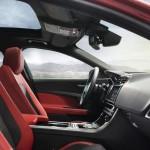 Jaguar XE oficial 12
