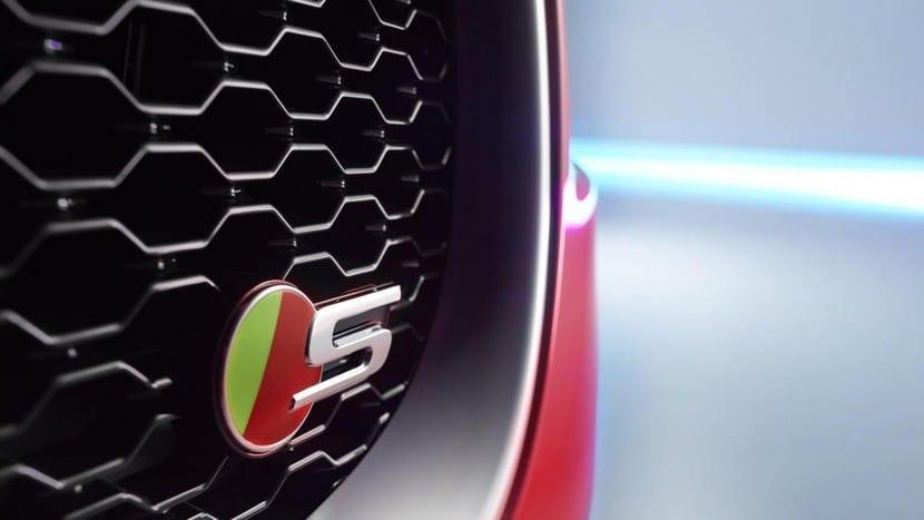Jaguar-XE-oficial-9