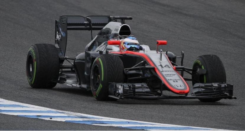 Fernando Alonso pilotando el McLaren MP4-30