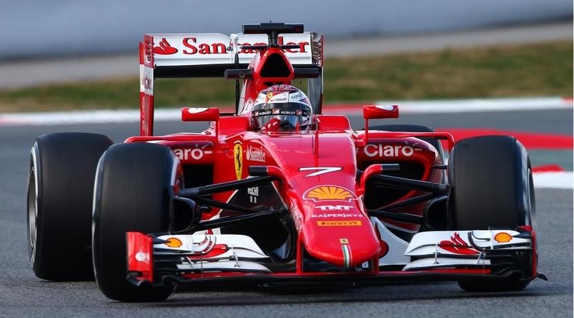 Kimi con el Ferrari SF15-T en Australia