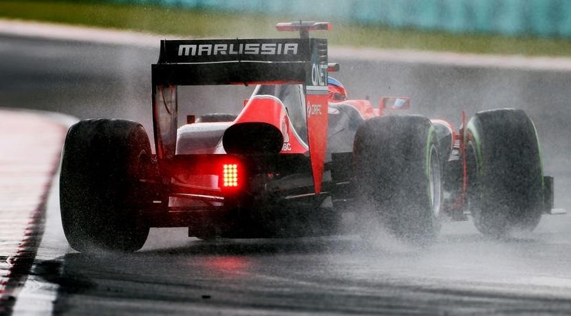Marussia derrapa en curva sobre mojado por el par motor