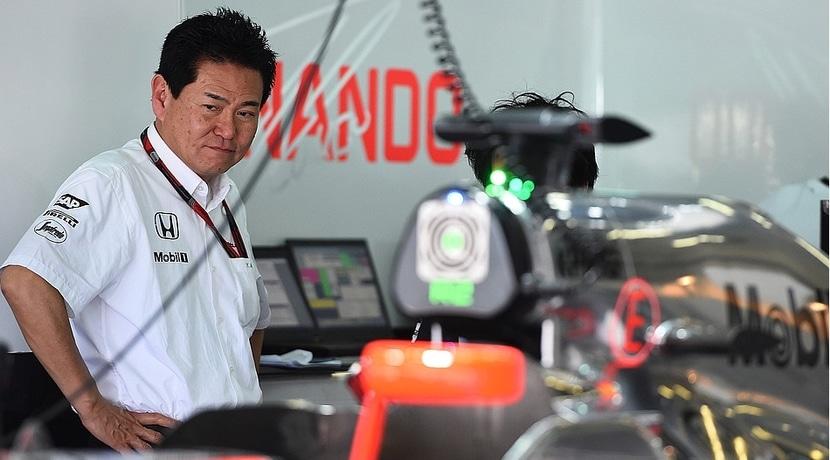 Yasuhisa Arai en el box de McLaren-Honda
