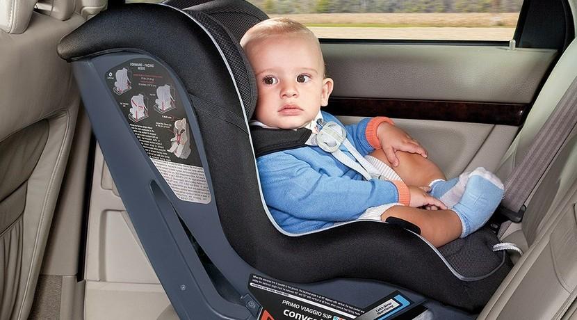 C mo colocar una silla de beb en el coche for Asiento de bebe para auto