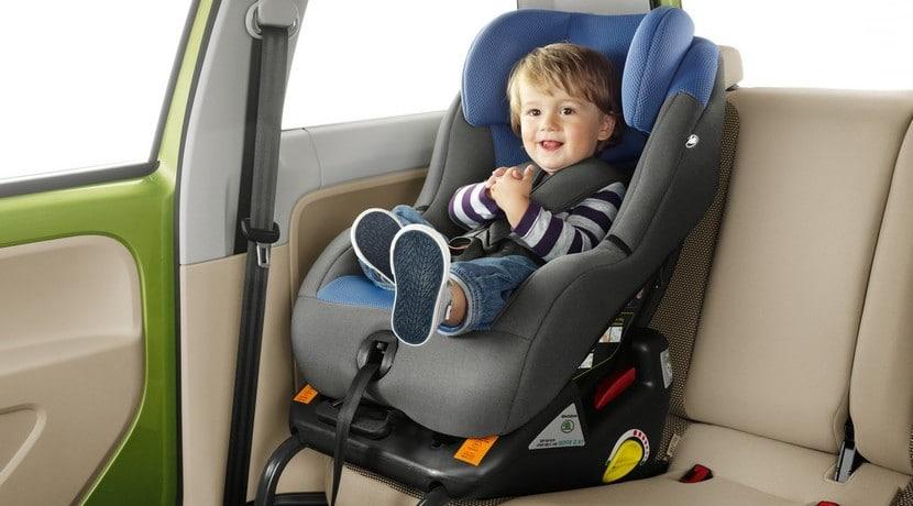 C mo colocar una silla de beb en el coche for Sillas para ninos para el coche