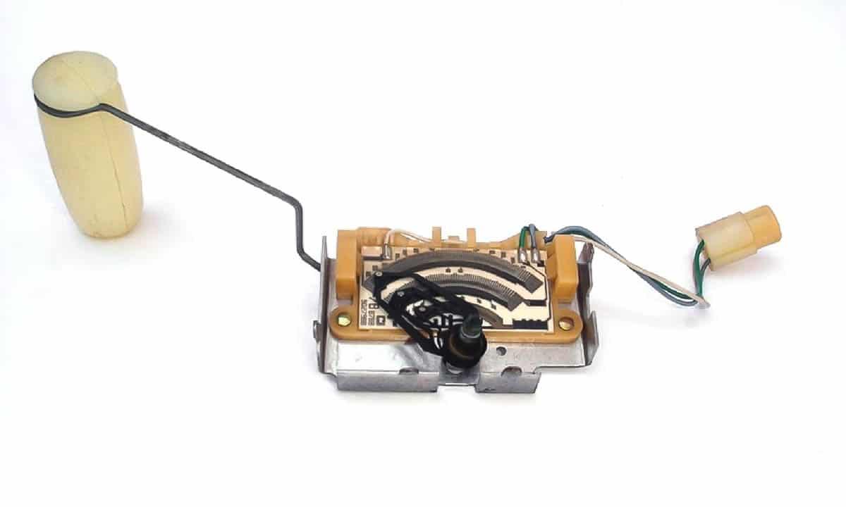 El aforador está unido a un potenciómetro que manda la señal al cuadro
