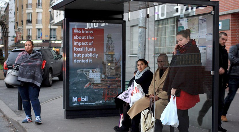 Brandalism critica a corporaciones anuncios París