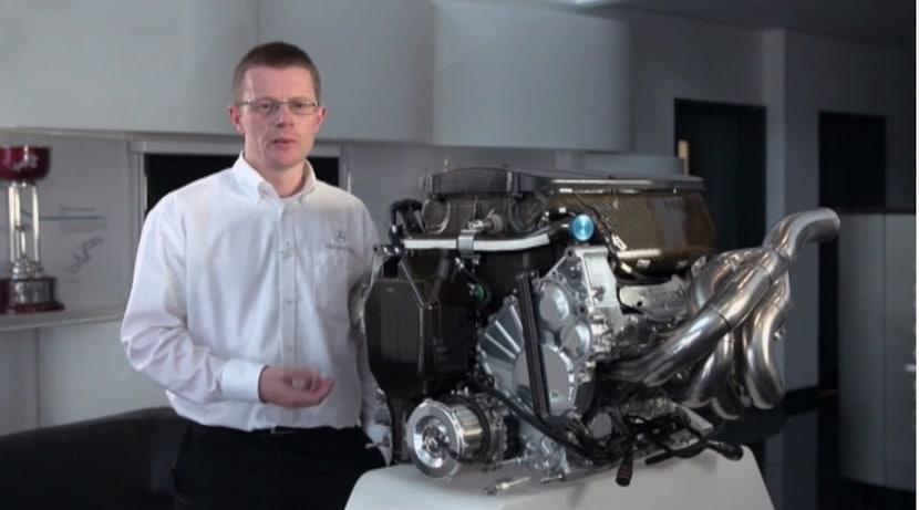 Andy Cowell ocn el motor Mercedes