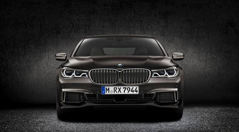 BMW M760i xDrive frontal