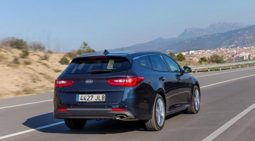 Kia Optima Sportswagon familiar vista trasera