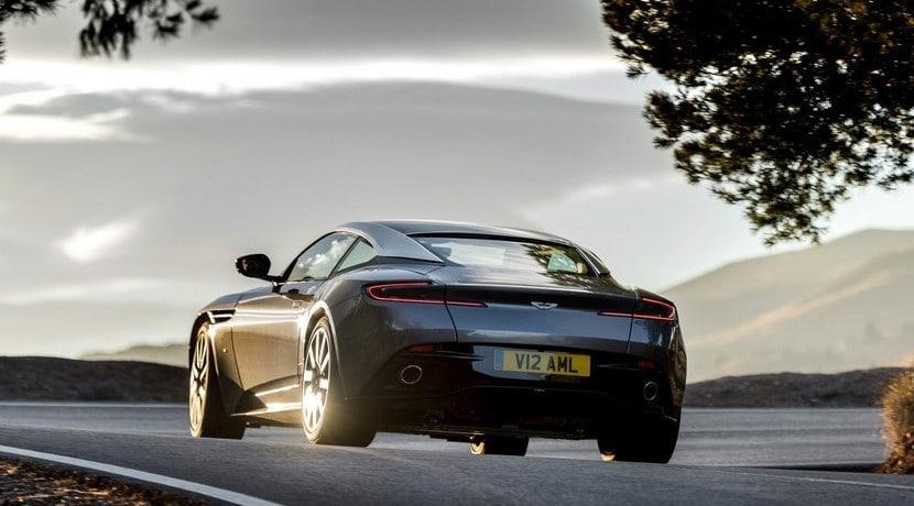 Aston Martin DB11 vista trasera