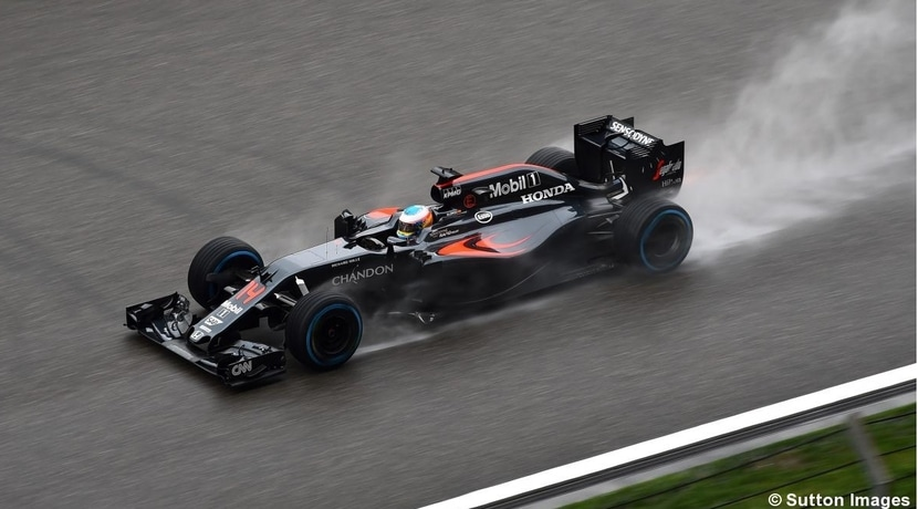 Alonso con el MP4-31 en el GP de China 2016