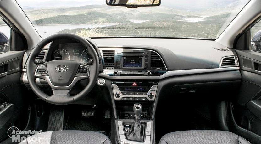 Prueba Hyundai Elantra diésel interior