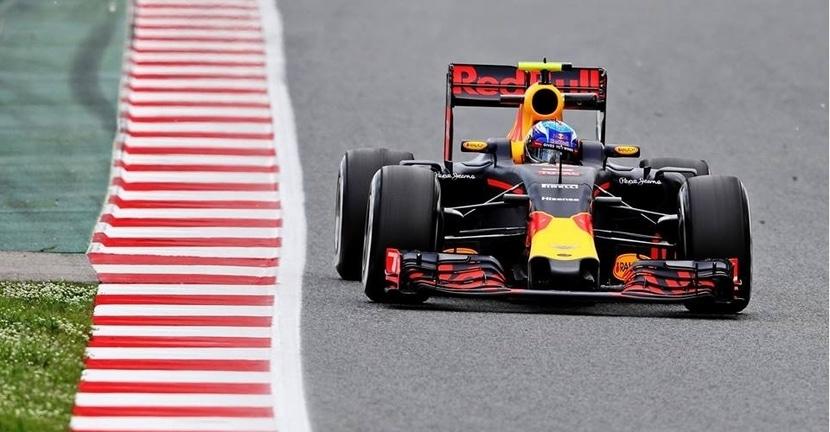 Max Verstappen con el Red Bull