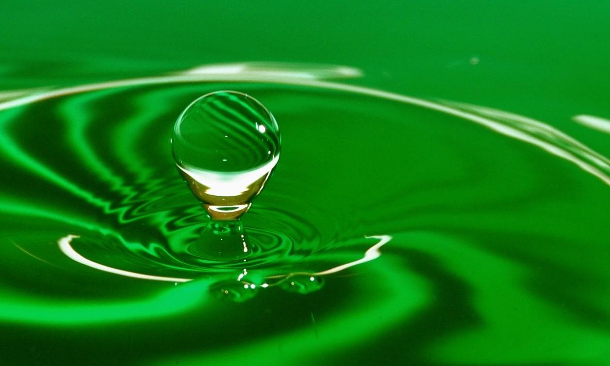Mezclar agua y anticongelante no causa problemas, pero si se pierden propiedades.