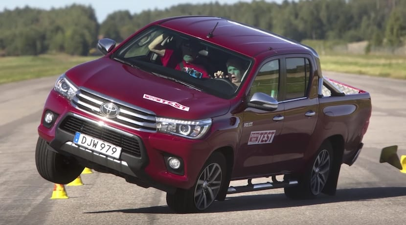 Toyota Hilux test del alce