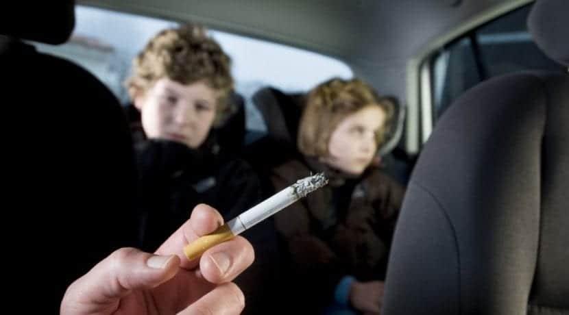 Fumar al volante niños