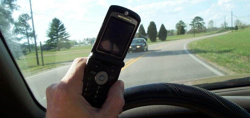 No usar el teléfono móvil al volante