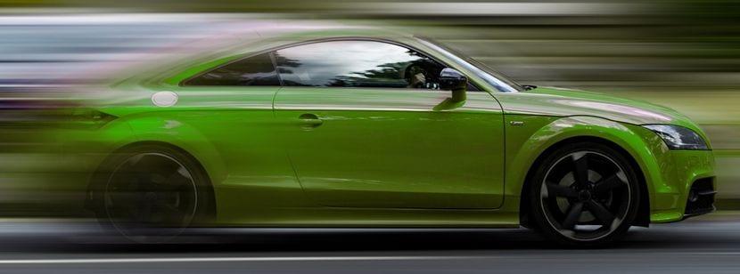 Audi TT acelerando