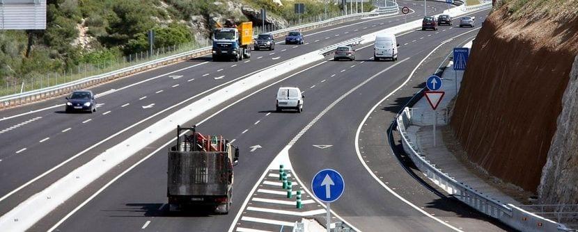 Carril de aceleración o incorporación a una autopista