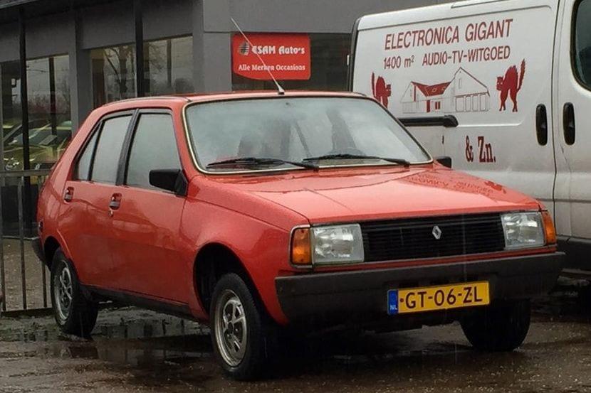 Vista frontal del Renault 14 de segunda generación