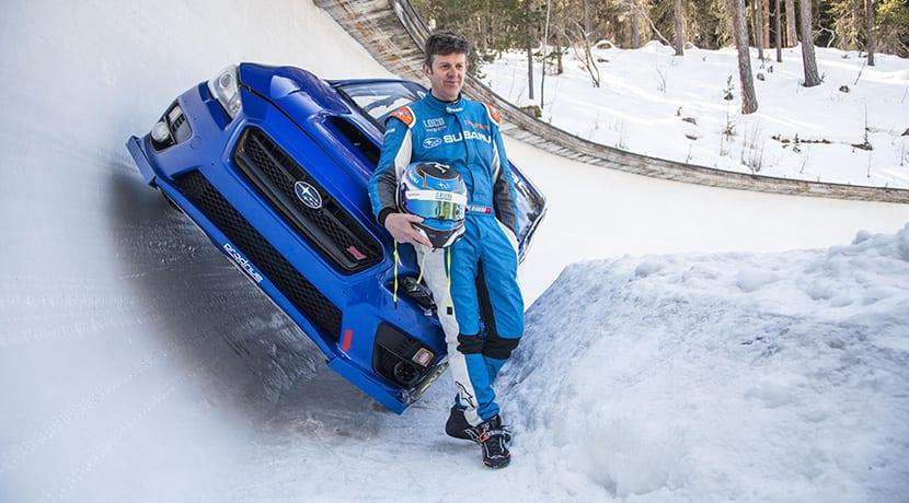 Subaru WRX STI y Mark Higgins descienden por una pista de bobsleigh