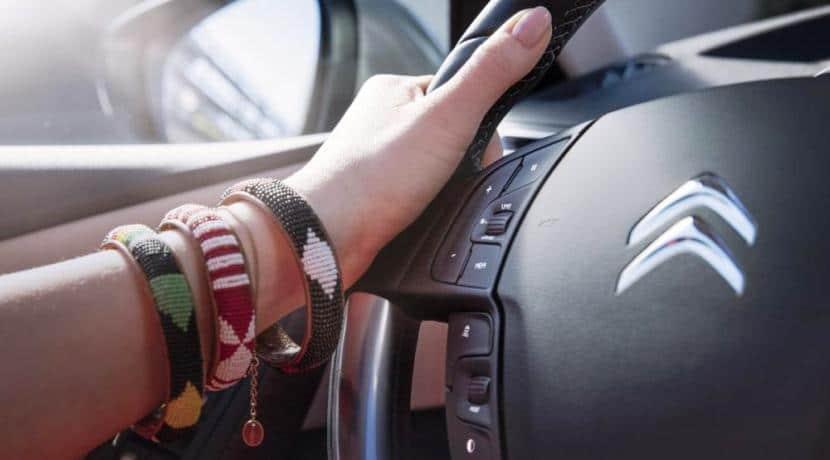 Detalle del volante del Citroën Grand C4 Picasso