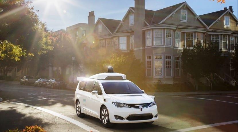Google Waymo Chrysler Pacifica autónoma