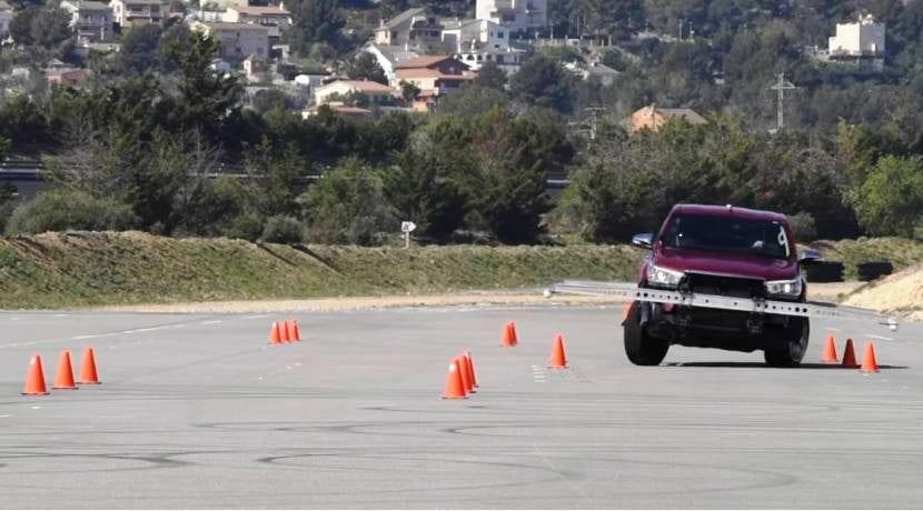 Toyota Hilux prueba del alce
