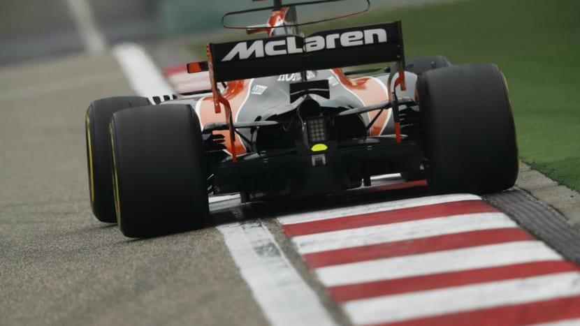 McLaren-Honda MCL32 trasera