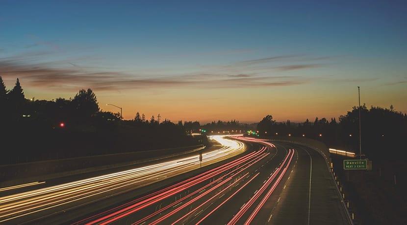 Carretera en la noche