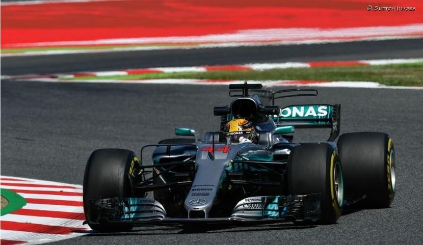 Hamilton en Mercedes W08 en España