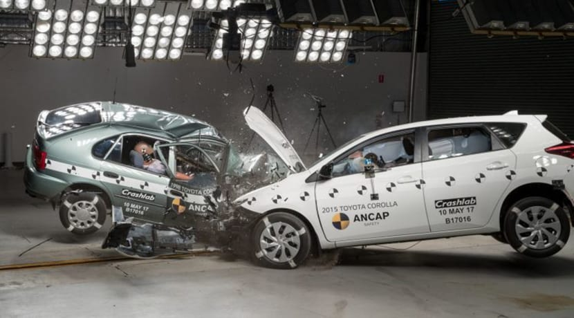 Crash test Toyota Corolla de 1998 con Toyota Auris 2015
