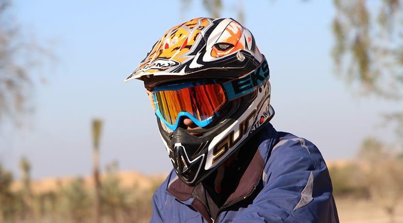 Casco de moto estilo enduro