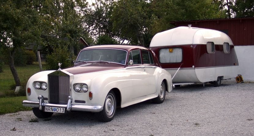 Rolls Royce con remolque