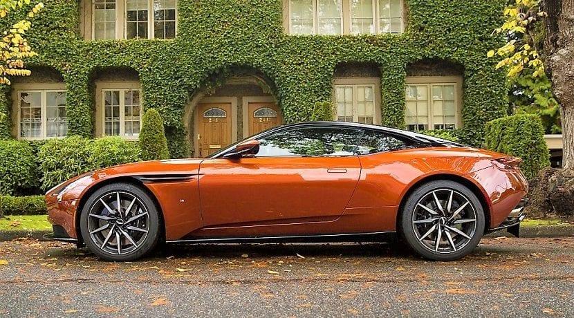 Lateral Aston Martin DB11 S en desarrollo