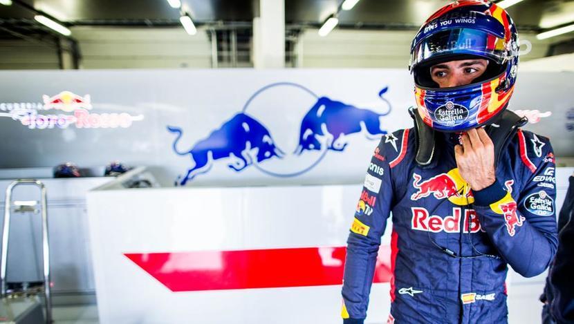 Carlos Sainz Jr. en el box de Toro Rosso