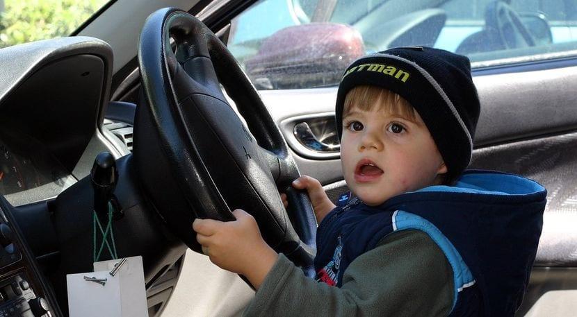 Conductor joven sin seguro